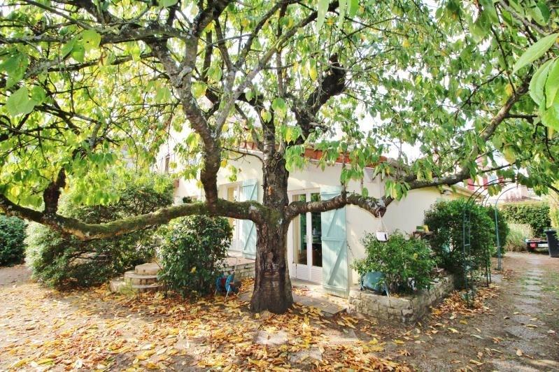Sale house / villa Le pecq 710000€ - Picture 1