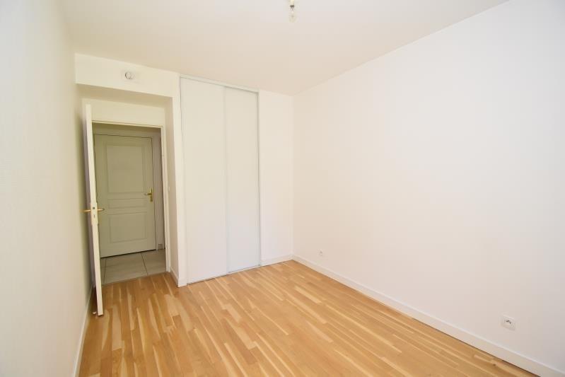 Sale apartment Charbonnieres les bains 340000€ - Picture 5