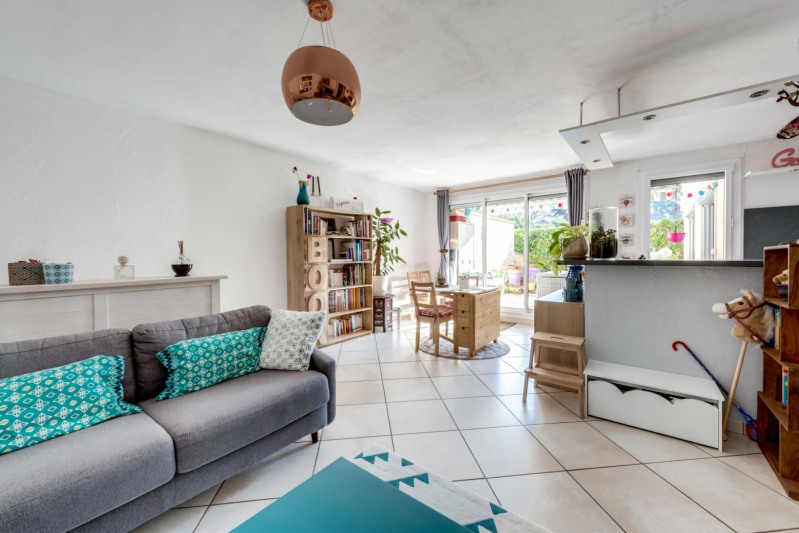 Sale apartment Tassin la demi lune 329000€ - Picture 2