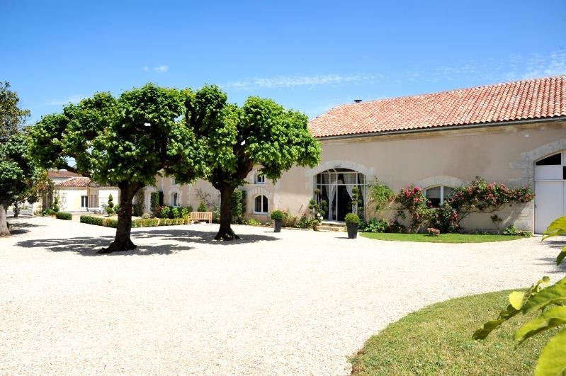 Deluxe sale house / villa Burie 1 575 000€ - Picture 4