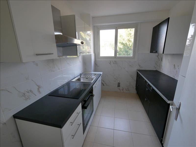 Rental apartment Vaucresson 1 660€ CC - Picture 2