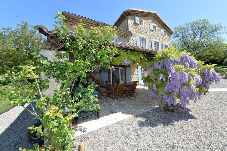 Sale house / villa Proche sortie autoroute 695000€ - Picture 1