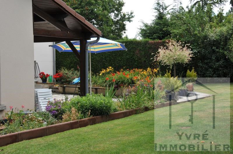 Sale house / villa Yvre l eveque 353 360€ - Picture 10