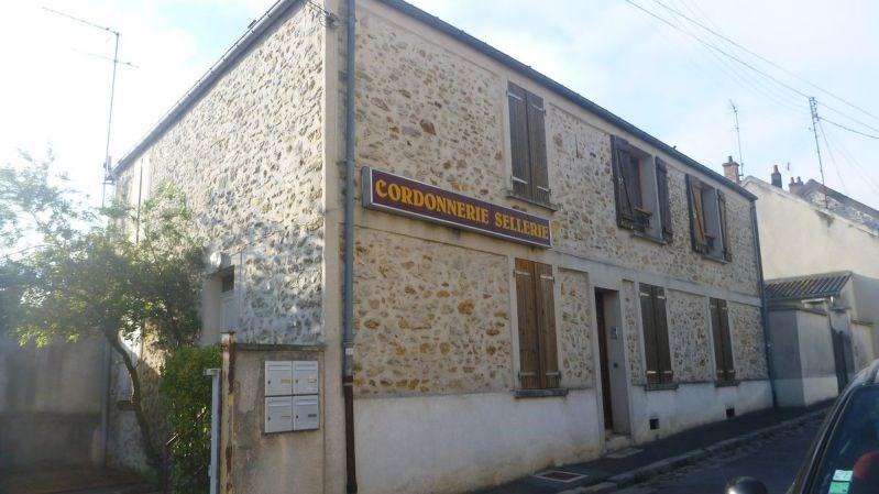 Rental apartment Ballancourt 658€ CC - Picture 1