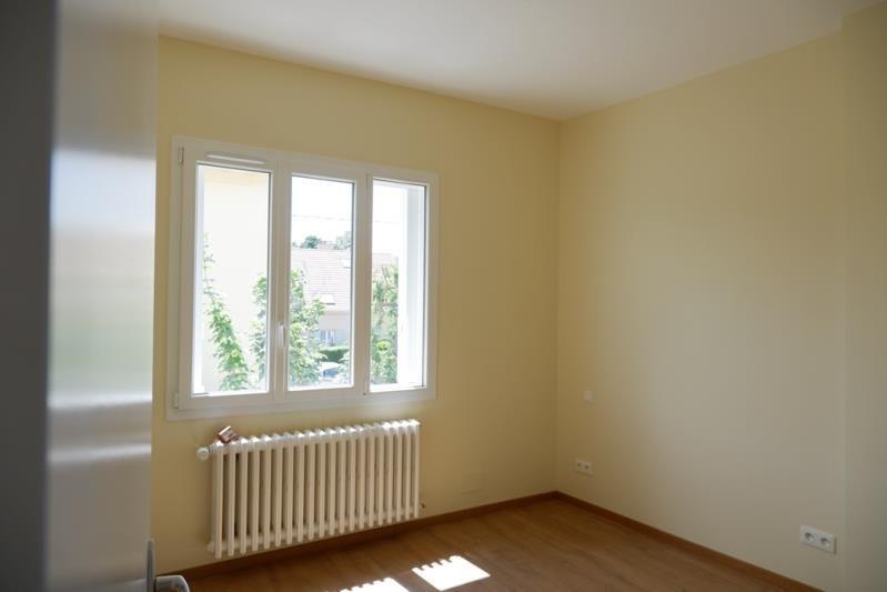 Location maison / villa Le mesnil le roi 1800€ +CH - Photo 2