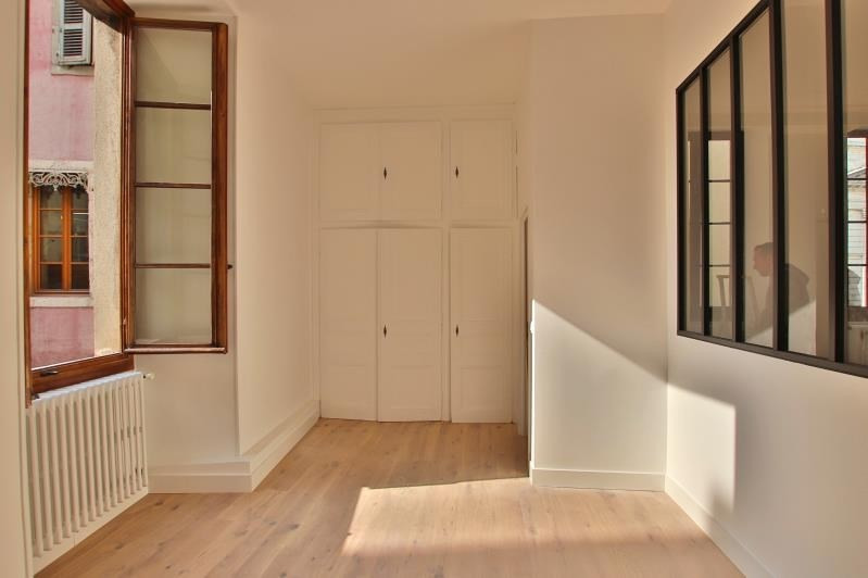 Deluxe sale apartment Annecy 699 000€ - Picture 2