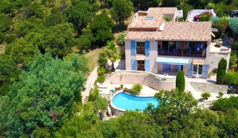 Deluxe sale house / villa Cavalaire sur mer 897000€ - Picture 2