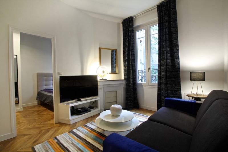 Location appartement Paris 18ème 1580€ CC - Photo 2
