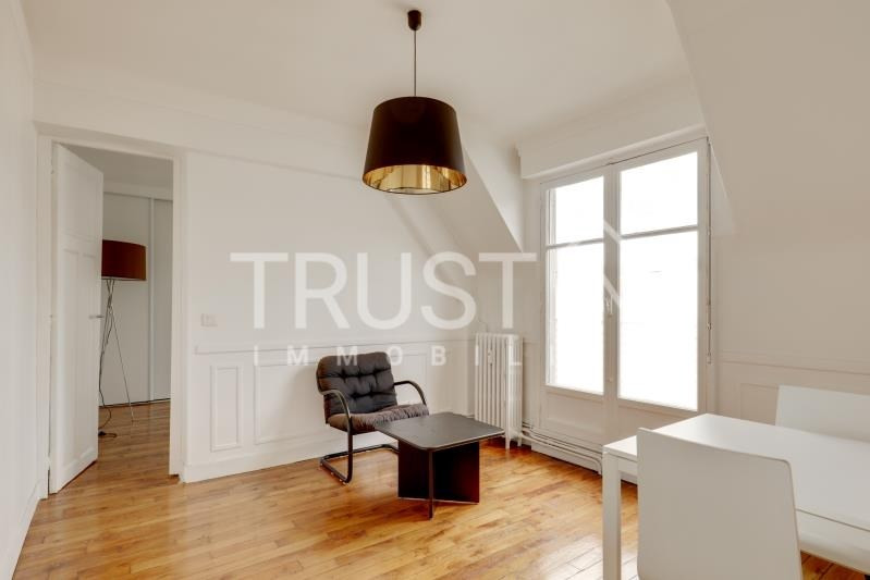 Location appartement Paris 15ème 1 305€ CC - Photo 2
