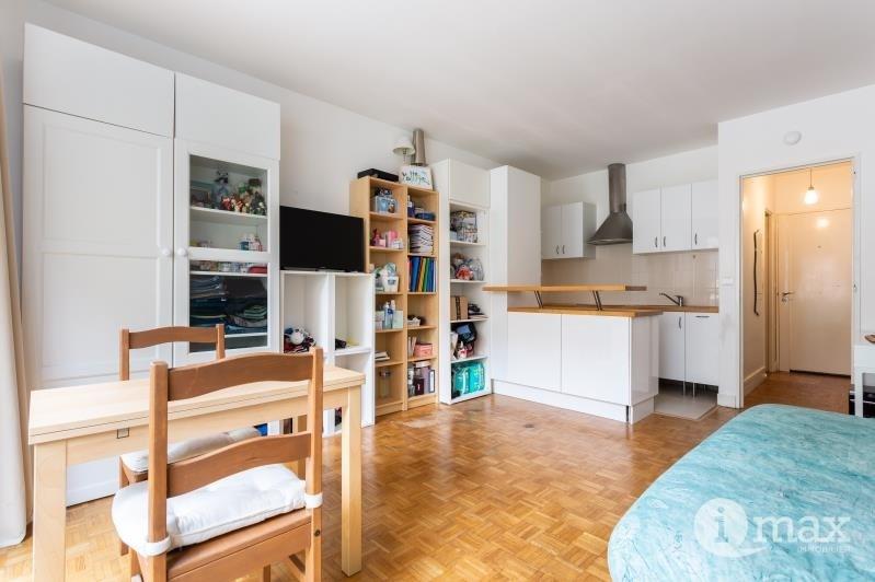 Sale apartment Paris 18ème 286000€ - Picture 1