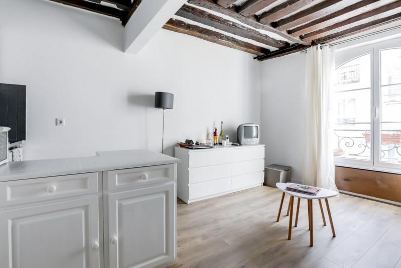 Sale apartment Paris 1er 330000€ - Picture 1