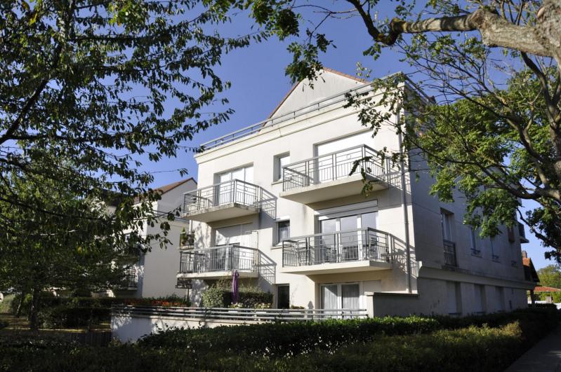 Location appartement Guyancourt 910€ CC - Photo 2