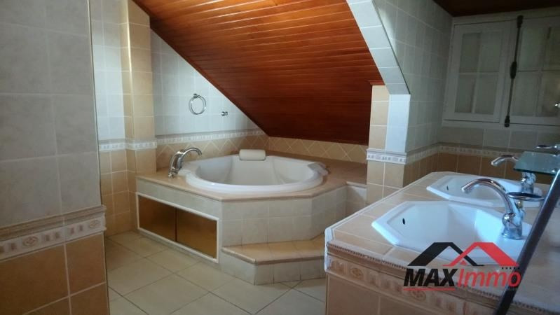 Location local commercial L etang sale les hauts 2 300€ HT/HC - Photo 5