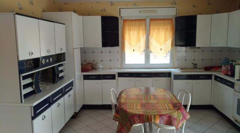 Sale house / villa Yvre l'eveque 146500€ - Picture 4