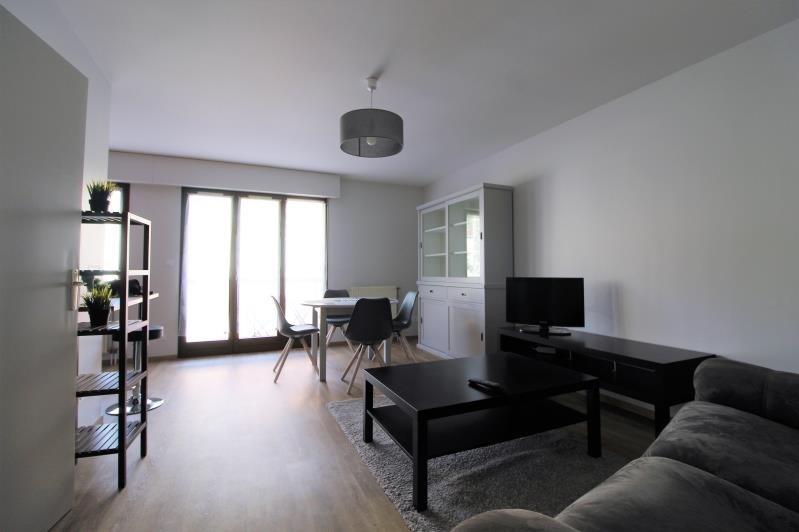 Locação apartamento Voiron 590€ CC - Fotografia 1