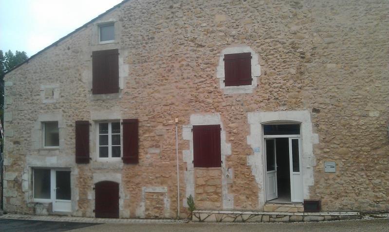 Location maison / villa Lussac les chateaux 620€ CC - Photo 2