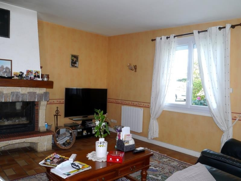 Sale house / villa Gemozac 362250€ - Picture 2