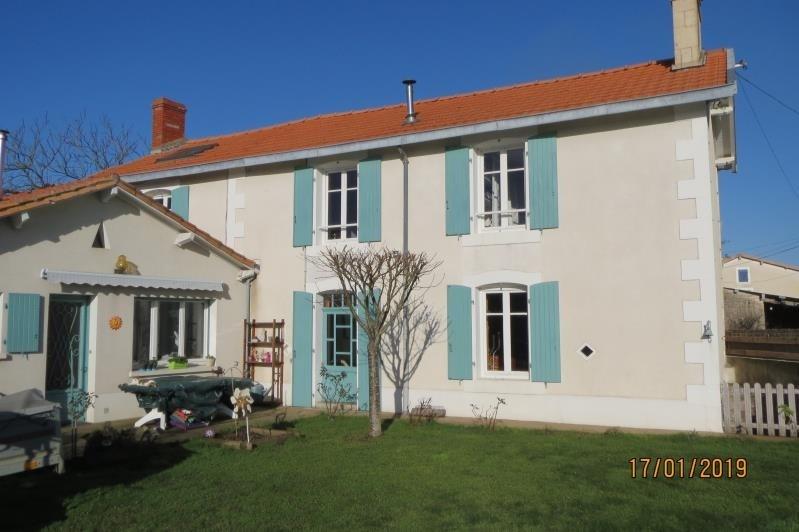 Sale house / villa Champdeniers st denis 157900€ - Picture 1
