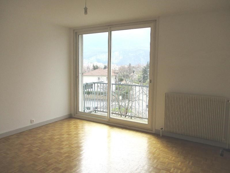Location appartement Fontaine 600€ CC - Photo 2