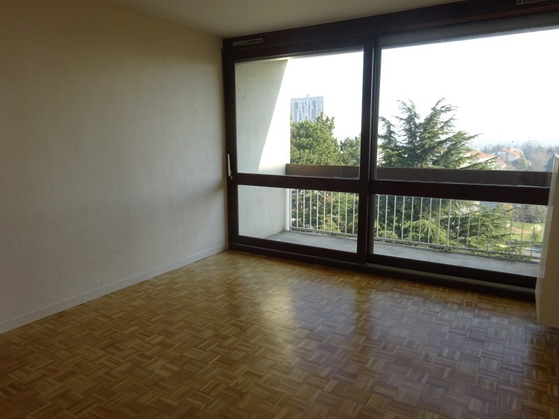 Rental apartment Saint genis laval 729€ CC - Picture 2