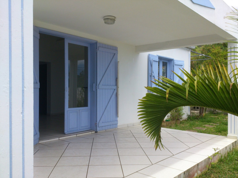 Sale house / villa Les avirons 250 000€ - Picture 1