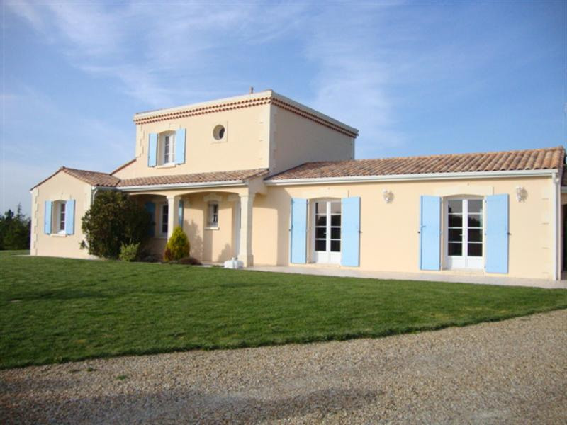 Sale house / villa Loulay 254 400€ - Picture 1