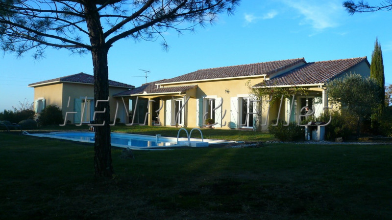Sale house / villa L'isle-jourdain 380 000€ - Picture 1