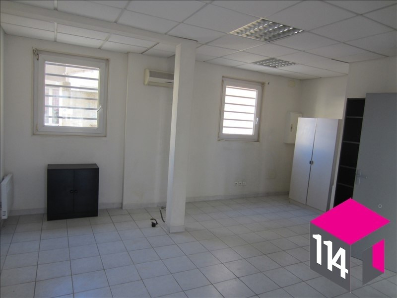 Location local commercial St bres 550€ HT/HC - Photo 1