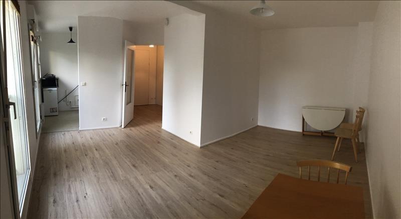 Rental apartment St cyr l ecole 665€ CC - Picture 1