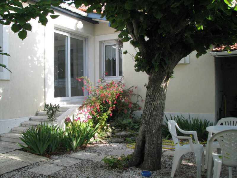 Vacation rental house / villa Chatelaillon-plage 300€ - Picture 1