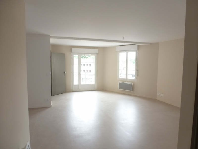 Rental apartment La ferte gaucher 710€ CC - Picture 2
