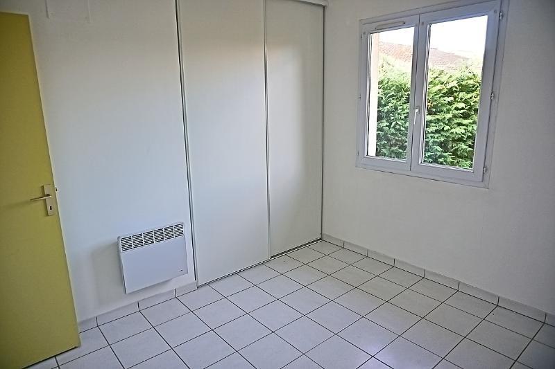 Rental house / villa L'isle jourdain 949€ CC - Picture 10
