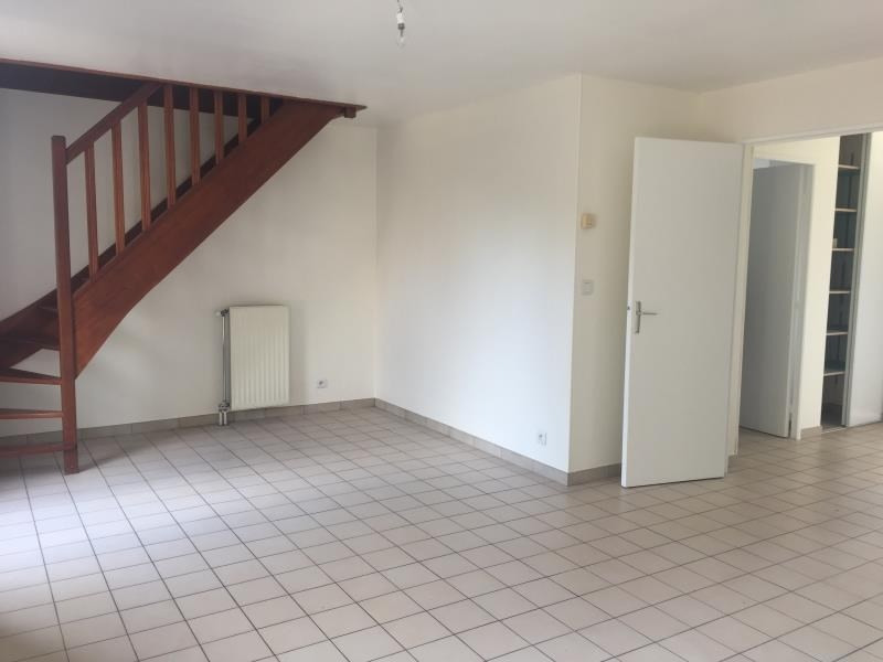 Rental house / villa Guyancourt 1450€ CC - Picture 2