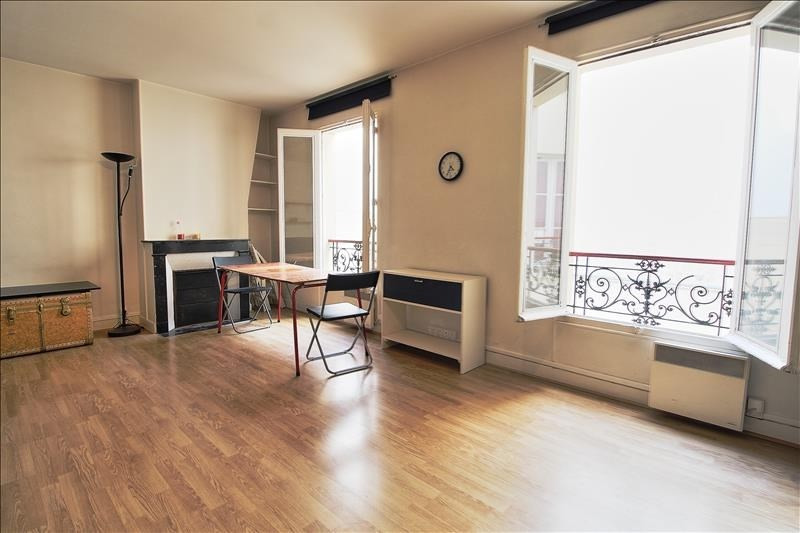 Rental apartment Paris 11ème 900€ CC - Picture 1