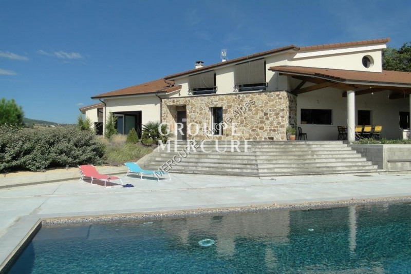 Very nice contemporary house of approximately 440 m2 livable