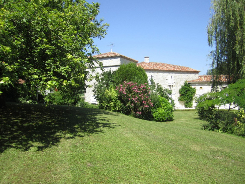 Sale house / villa Barbezieux-saint-hilaire 488 000€ - Picture 2