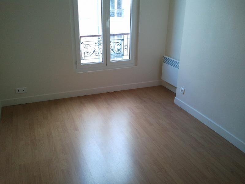 Rental apartment Paris 18ème 867€ CC - Picture 2