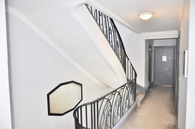 Sale office Paris 10ème 1 742 300€ - Picture 9