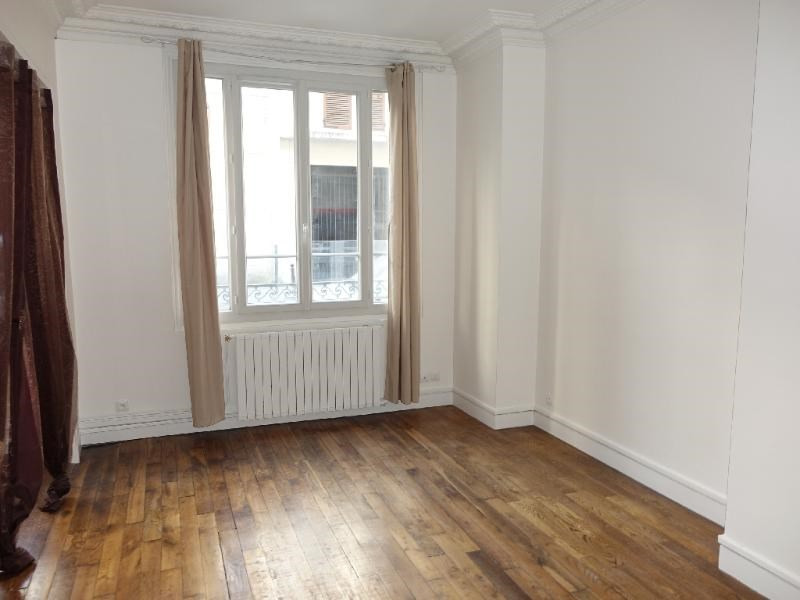 Location appartement Paris 15ème 1 250€ CC - Photo 2