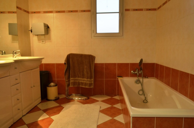 Vente maison / villa Fontenay le comte 240000€ - Photo 10
