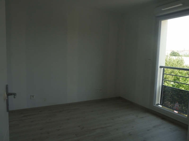 Location appartement Meyzieu 554€ CC - Photo 4