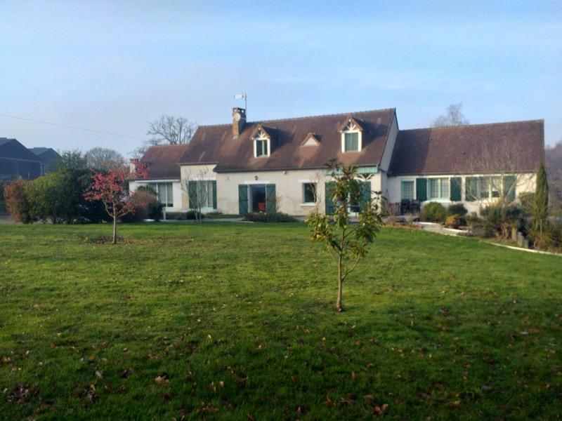 Sale house / villa La chartre sur le loir 241000€ - Picture 1