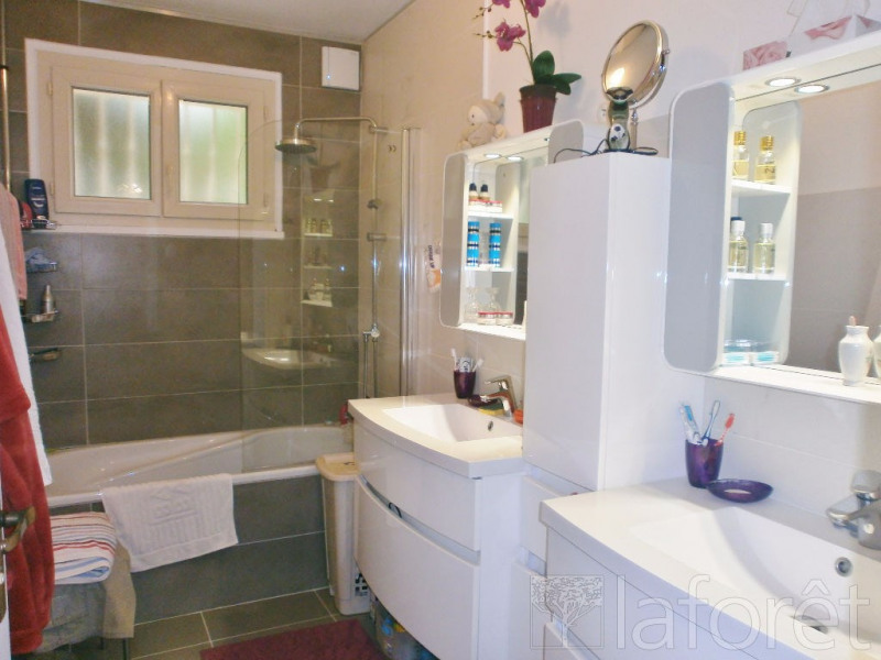 Sale house / villa Meyrie 389 000€ - Picture 7