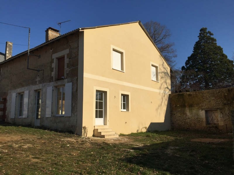 Location maison / villa Iteuil 479€ CC - Photo 6