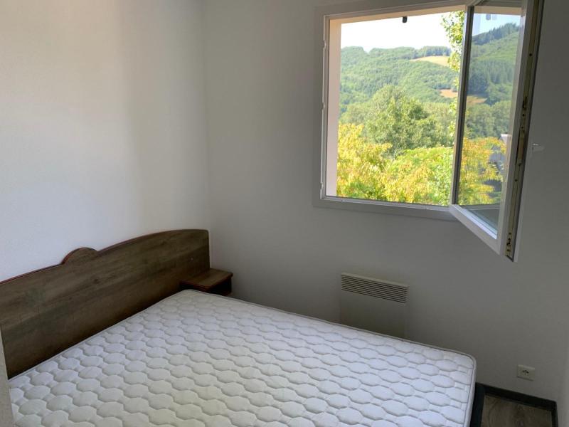 Sale house / villa Saint-geniez-d_olt 57350€ - Picture 3