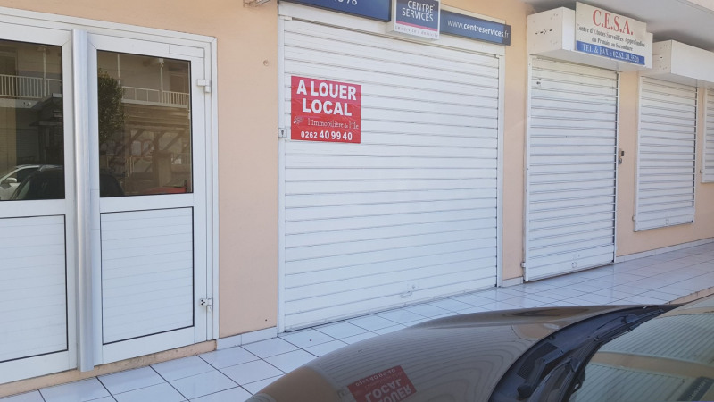 Location local commercial St denis 800€ CC - Photo 1