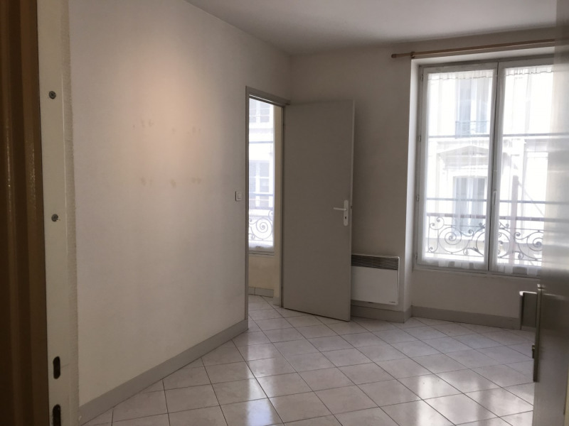 Rental apartment Paris 11ème 1033€ CC - Picture 1