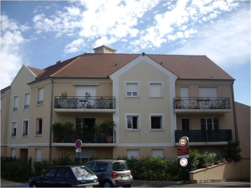 Rental apartment Montgeron 1 159€ CC - Picture 1
