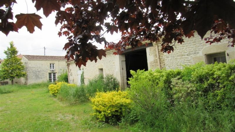 Sale house / villa Saint jean d'angely 159 000€ - Picture 2
