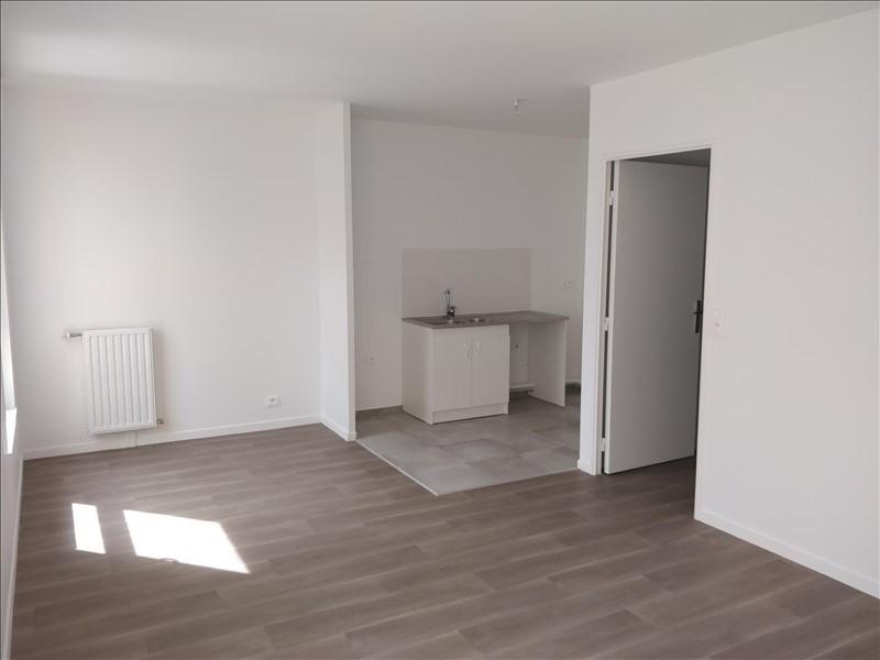 Rental apartment La plaine st denis 1230€ CC - Picture 2